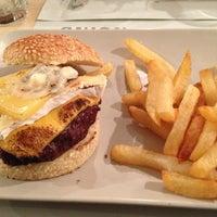 Снимок сделан в Onion Burger Studio пользователем Pedro G. 2/20/2013