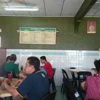 Photo taken at Restoran Roda by Musouwer M. on 11/27/2014
