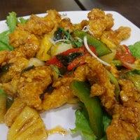 Photo taken at QUA-LI Noodle & Rice by Hwi Swan C. on 11/26/2014