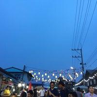 Photo taken at ตลาดย้อนยุคนครชุม by Giggs' Yaowaluck G. on 5/5/2017