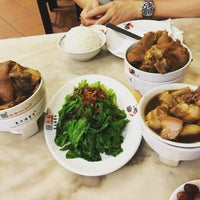 Photo taken at Pao Xiang Bak Kut Teh (宝香绑线肉骨茶) by Narichika H. on 4/13/2016