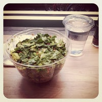 Photo taken at Chop't Creative Salad Company by 魁偲 闵. on 5/9/2012