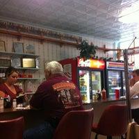 Photo taken at Betty's Restaurant by Arthur Messina C. on 8/26/2012