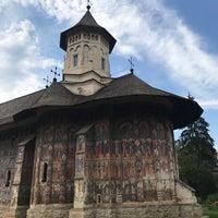 Photo taken at Biserica Mânăstirii Moldovița by Dom on 8/16/2017
