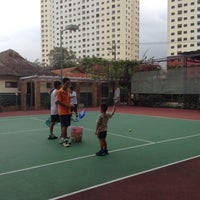 Photo taken at Văn Thánh Tennis Court by Sim T. on 11/17/2013
