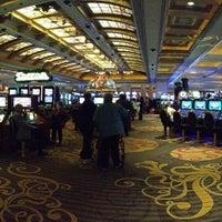 Foto diambil di Niagara Fallsview Casino Resort oleh Lu L. pada 11/5/2013