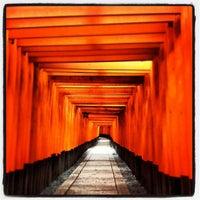 Photo taken at Fushimi Inari Taisha by Zack L. on 10/4/2012