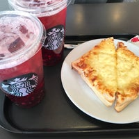 Photo taken at Starbucks by Phibool H. on 1/1/2017