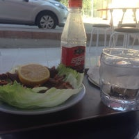 Photo taken at Adıyamanlı Çigköfteci Bilal Usta by Ali S. on 8/22/2014
