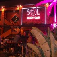 Foto tomada en Sol Beach Club por Gizem B. el 4/6/2014