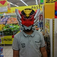 Photo taken at Giant Hypermarket by Roy I. on 9/9/2017