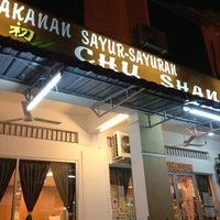 Photo taken at Restaurant Vegetarian Chu Shan by Cadmon S. on 1/4/2013