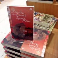Photo taken at Gramedia by Andriawaty on 12/21/2014