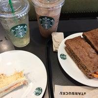 Foto tirada no(a) Starbucks por Kainui G. em 8/8/2017