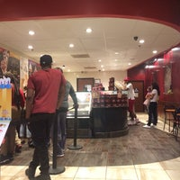 Photo taken at Cold Stone Creamery by 🌸Juliana F. on 11/5/2016