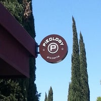 Photo taken at Pieology Pizzeria by Ismael G. on 4/18/2013