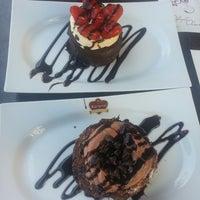 10/11/2013 tarihinde Gökçe B.ziyaretçi tarafından Karamel Cafe&Patisserie'de çekilen fotoğraf