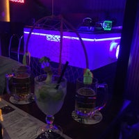 Photo taken at Queens Lounge Bar by Bruno H. on 11/14/2016