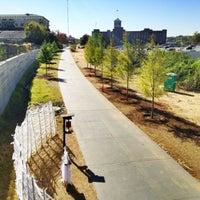 10/19/2012 tarihinde Angel P.ziyaretçi tarafından Atlanta BeltLine Corridor at Pylant St.'de çekilen fotoğraf