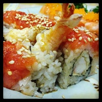 Photo taken at Sushi House by Luna M. on 11/22/2013