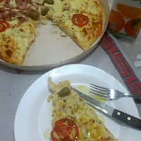 Photo taken at Lanchonete & Pizzaria Suave Sabor by Marcio F. on 2/25/2015
