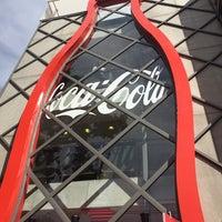 Foto tirada no(a) Casa Coca-Cola por Denis R. em 6/14/2014