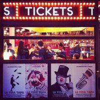 Foto tomada en Tickets por rosie (. el 10/26/2012
