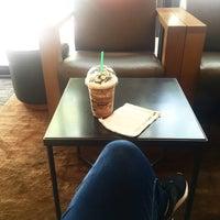 Foto tirada no(a) Starbucks Coffee por Bianca G. em 5/10/2016