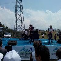 Photo taken at atikhisar kır şenliği by Deniz A. on 5/4/2014