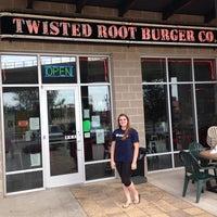 Das Foto wurde bei Twisted Root Burger Co. von Rita O. am 7/20/2014 aufgenommen