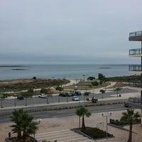 Foto tirada no(a) Real Marina Hotel & Residence por Tiago R. em 11/22/2013