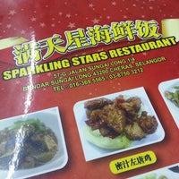 Photo taken at 满天星海鲜饭店 Restoran Sparkling Star Rest by Vindy Y. on 11/9/2013