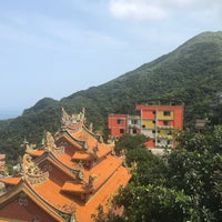 Photo taken at Jiufen lookout point by 宇狗 H. on 4/5/2018