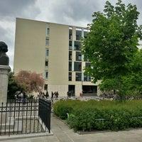 Das Foto wurde bei Universitätsgebäude am Hegelplatz | HU Berlin von L R. am 5/5/2014 aufgenommen
