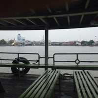 Photo taken at ท่าเรือ ท่าฉลอม by Watit S. on 1/7/2017