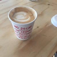 Foto tirada no(a) Caffènation por Bea H. em 10/5/2015