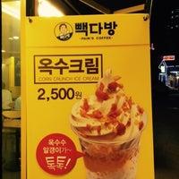 Photo taken at PAIK'S COFFEE by Hyejin L. on 7/10/2015
