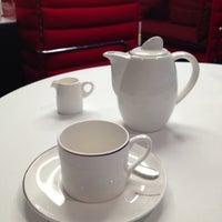 Photo taken at Virgin Atlantic Revivals Lounge by Manco C. on 8/24/2013
