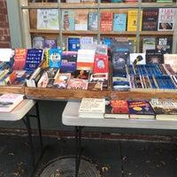 Foto tirada no(a) Bridge Street Books por George J. em 4/13/2018