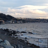 Photo prise au Alki Beach Path par Andrea S. le11/22/2012