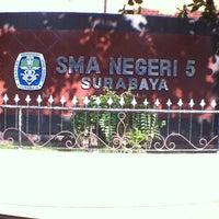 Photo taken at SMA Negeri 5 Surabaya by Rujak C. on 9/15/2014