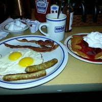 Photo taken at IHOP by Rodrigo C. on 12/8/2012