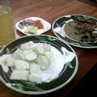 Photo taken at Warung Sate Cak Rawi by Derry M. on 2/27/2013