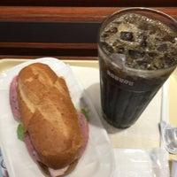 Photo taken at ドトールコーヒーショップ 学芸大学西口店 by U 4. on 6/12/2016