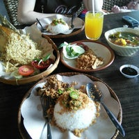 Photo taken at Ayam Penyet Lombok Ijo by Andreas A. W T. on 1/12/2014