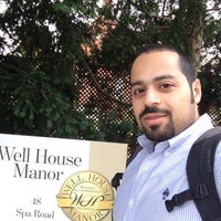Photo taken at Well House Manor by Mohammad الفيلكاوي on 9/29/2014