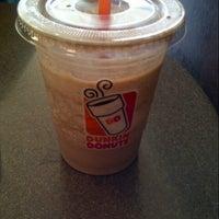 Photo taken at Dunkin' Donuts by josceline v. on 8/16/2014