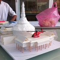 Photo taken at Studio 3 1/2, Faculty of Architecture (ห้องปฏิบัติการนิสิตสาขาวิชาสถาปัตยกรรมไทย) by Nitinat S. on 11/6/2014