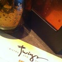 Das Foto wurde bei Twigs Bistro & Martini Bar von Kayla L. am 5/10/2013 aufgenommen