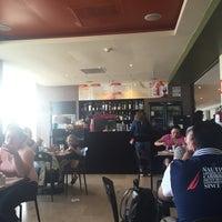 รูปภาพถ่ายที่ La Sevillana Gourmet Café โดย Brisia R. เมื่อ 7/8/2016